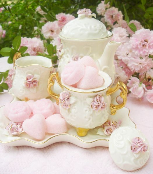 Lovely Pink Roses Tea Set