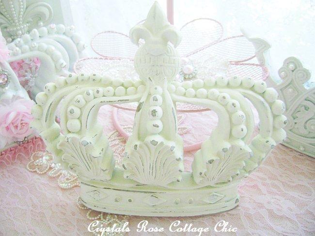 Distressed Shabby Cottage Chic Fleur de Lis Crown